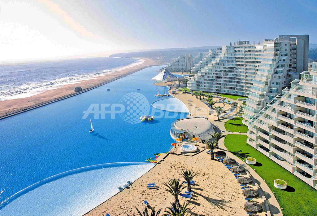 ギネス認定世界最大のプールがチリに登場、全長1キロ以上