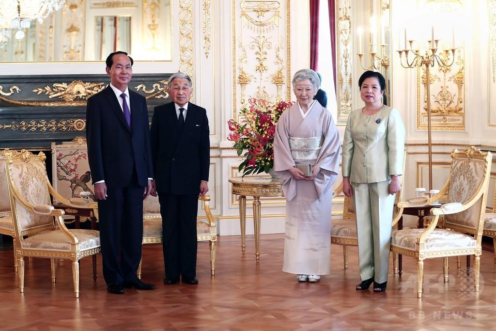天皇、皇后両陛下 ベトナム国家主席夫妻とお別れ 迎賓館で