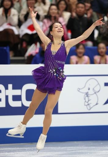 女子SPで4位の鈴木明子、世界フィギュア