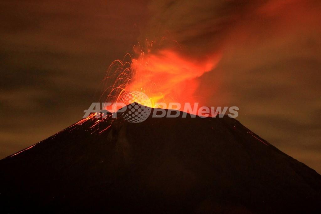 メキシコ首都近郊の火山が再び噴火、北米便47便欠航