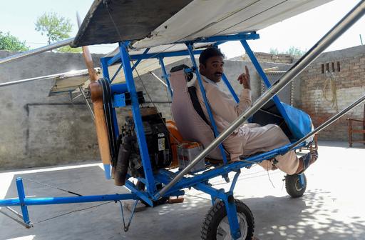 夢を実現! ポップコーン売りが造った飛行機 パキスタン【再掲】