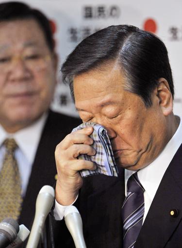 民主・小沢代表、続投を表明
