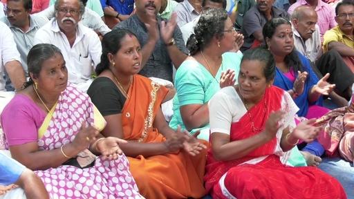 動画:ヒンズー教寺院の女性参拝阻止問題、座り込みの抗議続く インド