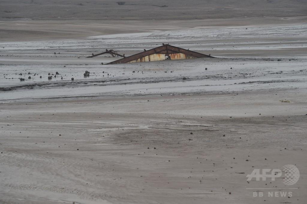 泥火山噴火から10年、「災害観光客」に苦悩するジャワ島