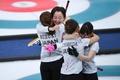 日本がカーリング女子で銅メダル、英国との接戦制す