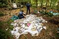 森から大量の郵便物、配達員が穴掘って処分 オランダ