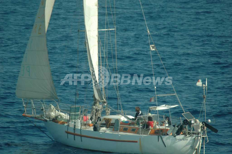 ソマリア海賊乗っ取りのヨット、仏軍の救出作戦で人質1人死亡