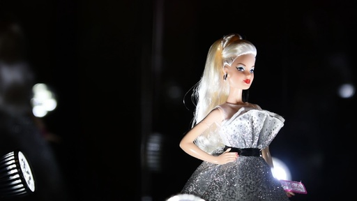 動画:バービー誕生60年、さまざまな職業で活躍する人形登場