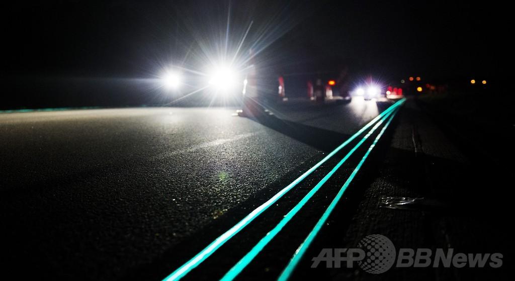 光る車線の「スマート・ハイウエー」、オランダ