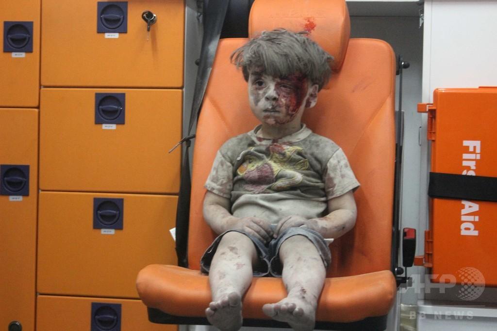 空爆被害映像男児、心に傷負った子供数百万人の一人 シリア内戦 写真1 ...