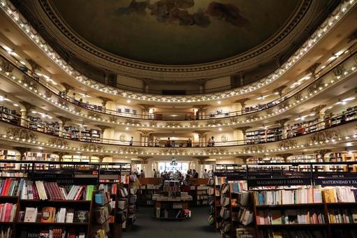 天井画やテラスも!豪華絢爛な書店 アルゼンチン