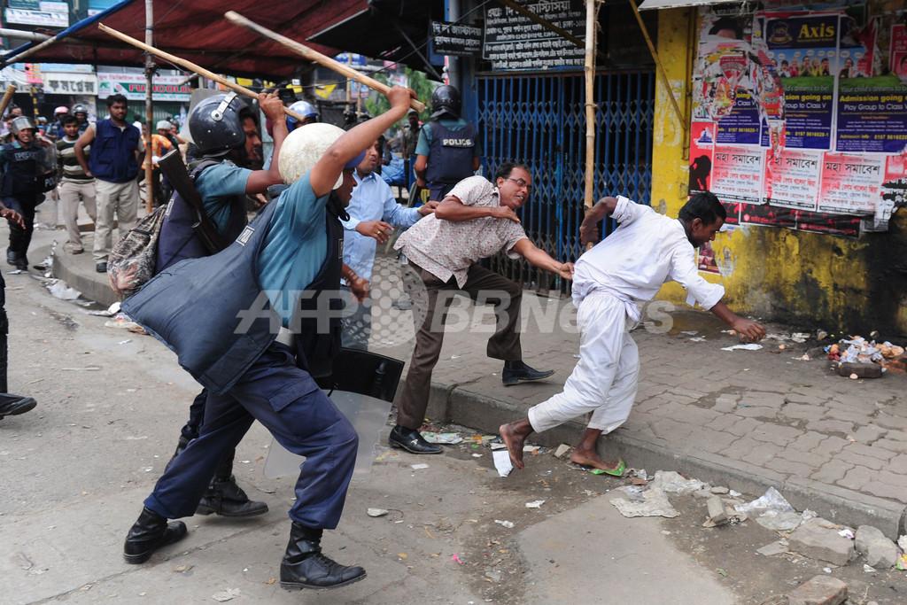イスラム冒とくに死罪要求、大デモ隊が警察と衝突 28人死亡 バングラデシュ