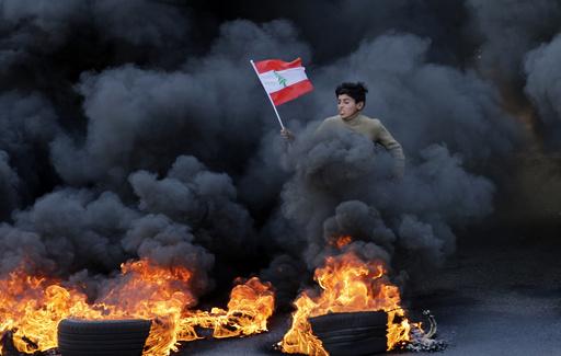 【今日の1枚】命懸けのデモ扇動、自撮りで拡散も レバノン