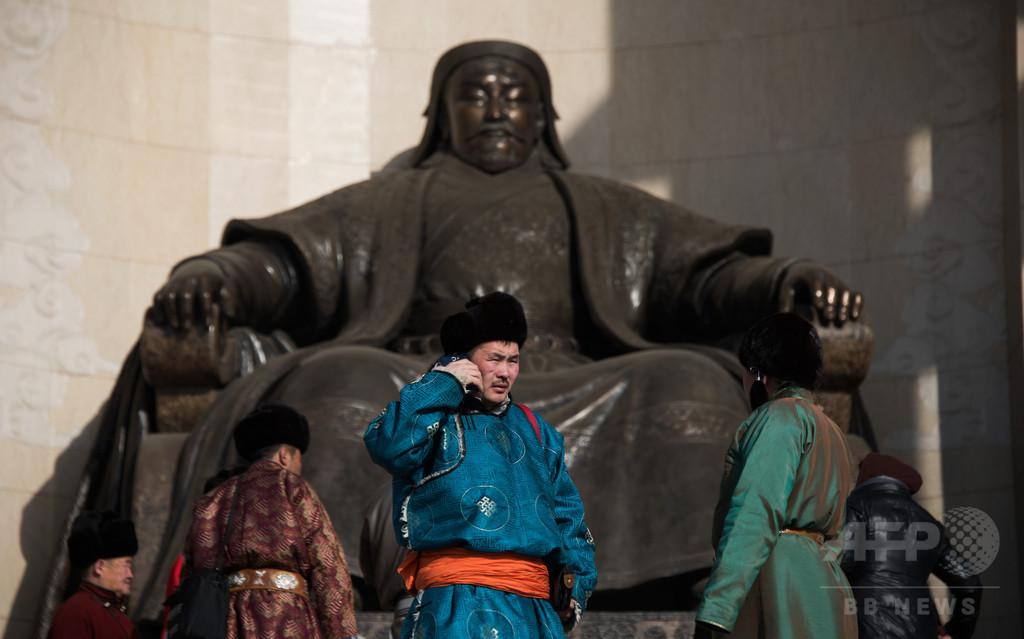 チンギスハンの肖像画を踏みつけた男、憎悪扇動で懲役1年 中国