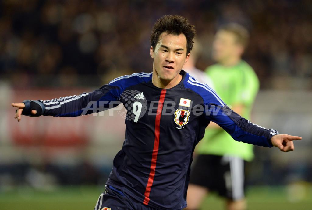 日本がラトビアに快勝、岡崎2得点