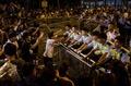 香港の民主派デモ、行政長官事務所を3000人が包囲