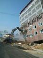 「韓国版ピサの斜塔」が撤去作業中に倒壊、完成前に傾く