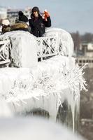 極寒、氷の世界と化したナイアガラの滝