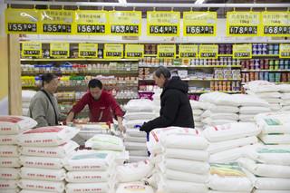 海外での中国人の買い物額21兆円、本国での消費に回帰させるには?