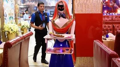 動画:働き者の日本製ロボ「ルビー」、ドバイのレストランで話題に