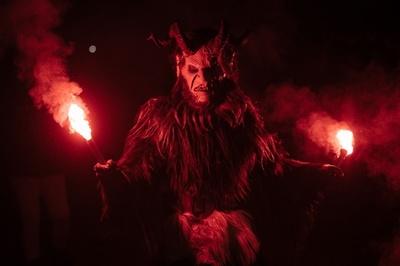 スロベニアの「なまはげ」? 半分ヤギの姿をした悪魔のパレード
