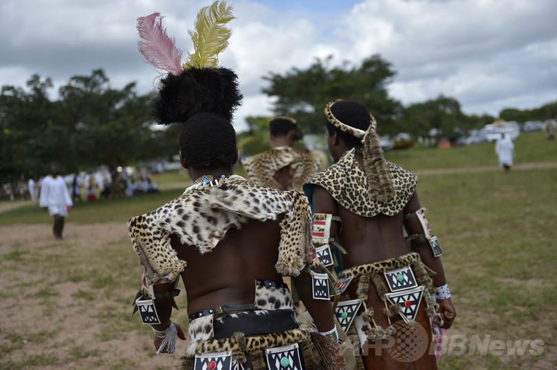 宗教儀式でまとうヒョウ皮が人工皮革に、南ア