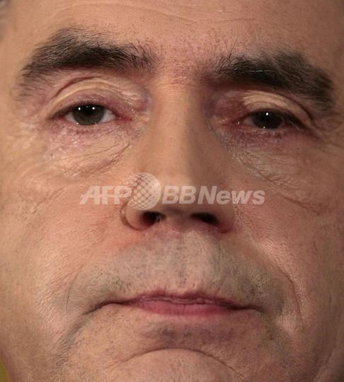 英ブラウン首相、続投を表明 内閣改造記者会見で