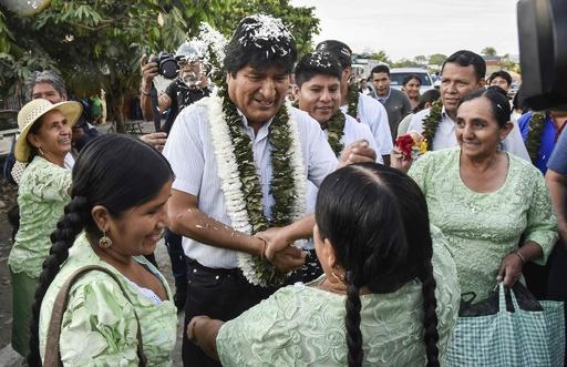 ボリビア大統領選、現職モラレス氏が優勢も決選投票に