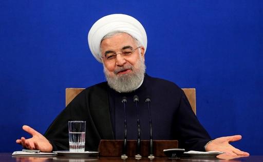イランのロウハニ大統領、辞任の可能性否定 総選挙控え会見