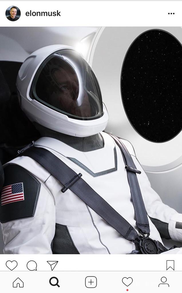 スペースX、新宇宙服を披露 スリムな未来的デザイン