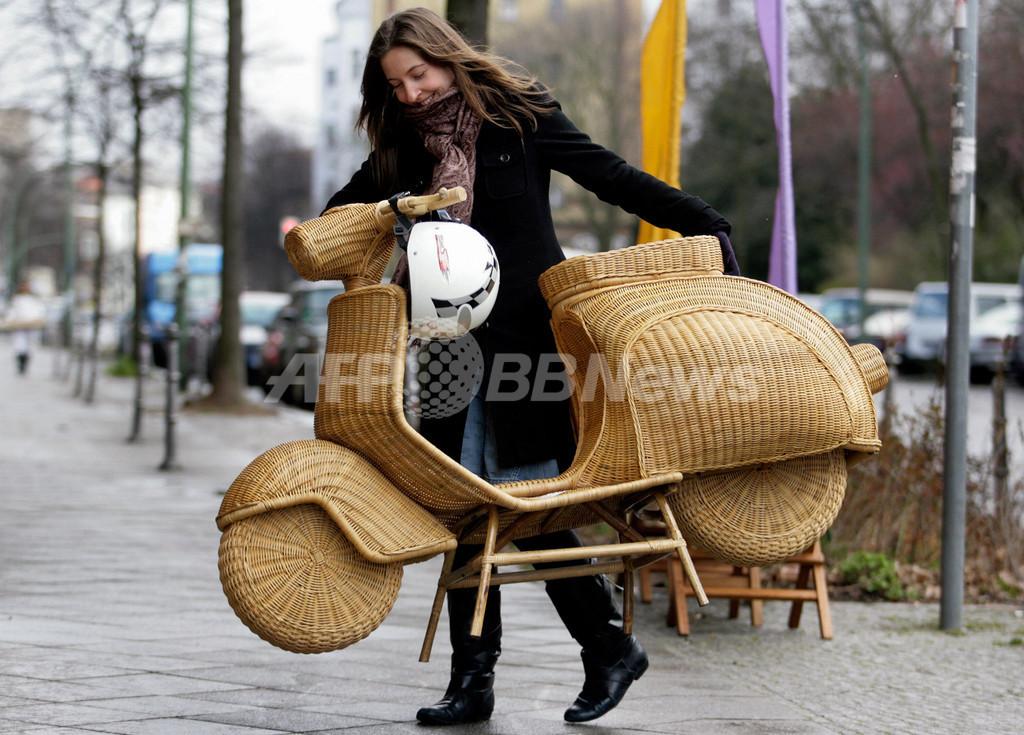 燃料いらず?5万円のバイクは手作り籐細工