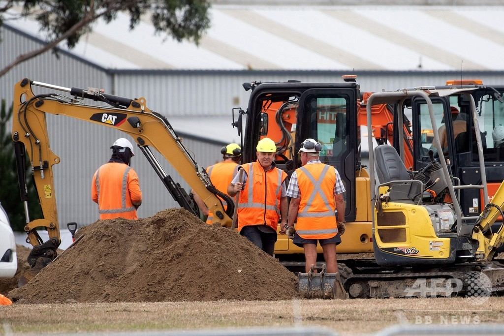 NZモスク銃乱射事件、犠牲者の墓掘る作業始まる