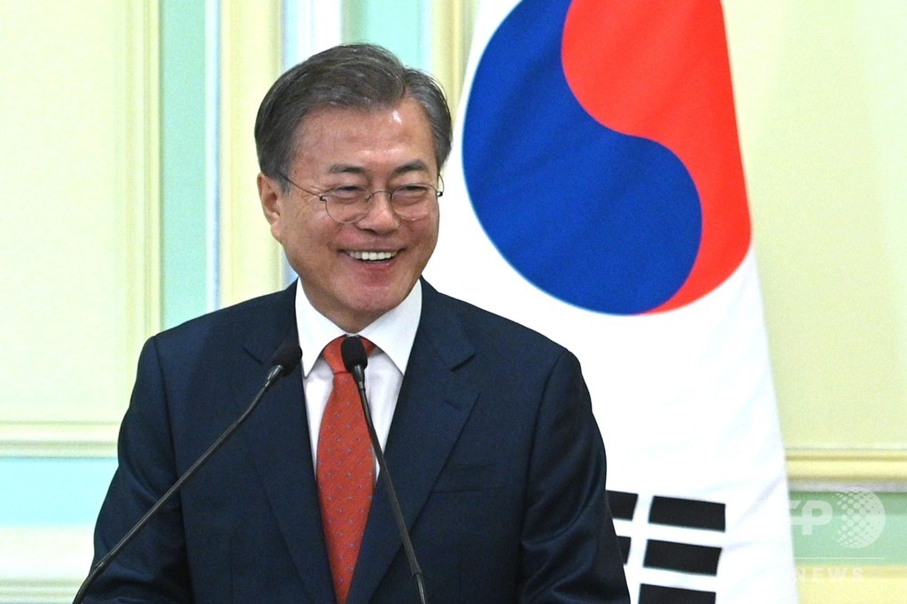 文大統領、マレーシアでインドネシア語のあいさつ 韓国外相が謝罪
