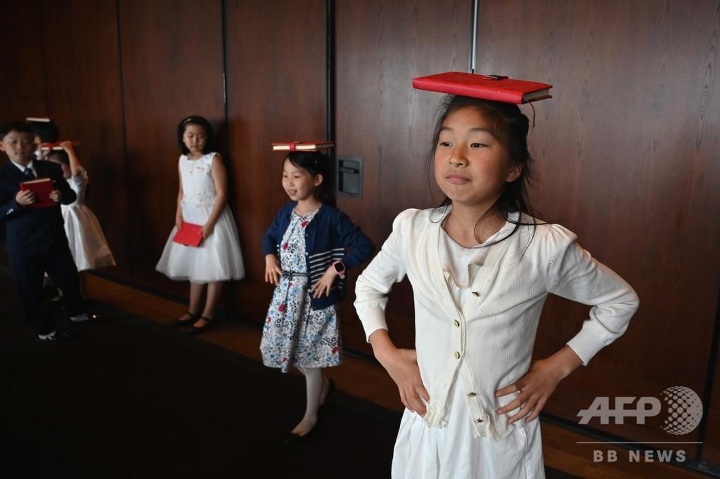 過酷な競争を生き抜くため、子どもをマナー教室に通わせるエリート 中国