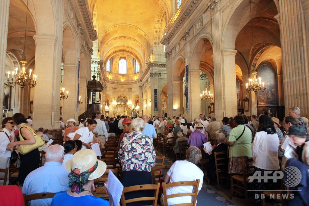 外出制限無視してイースターのミサ強行、パリ教会を摘発 司祭を書類送検