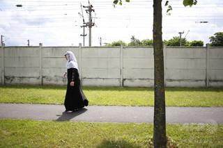 フランス、「握手拒否」したムスリム女性の帰化認めず