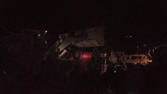 動画:マケドニアでバスが横転、13人死亡 事故直後の映像