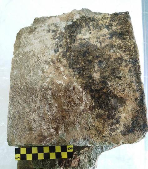 叙事詩「オデュッセイア」刻んだ3世紀の粘土板発見 ギリシャ最古の記録か