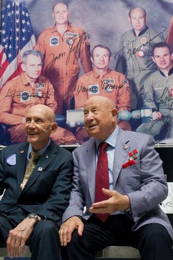 ロシア人元宇宙飛行士レオーノフ氏死去、85歳 人類初の宇宙遊泳