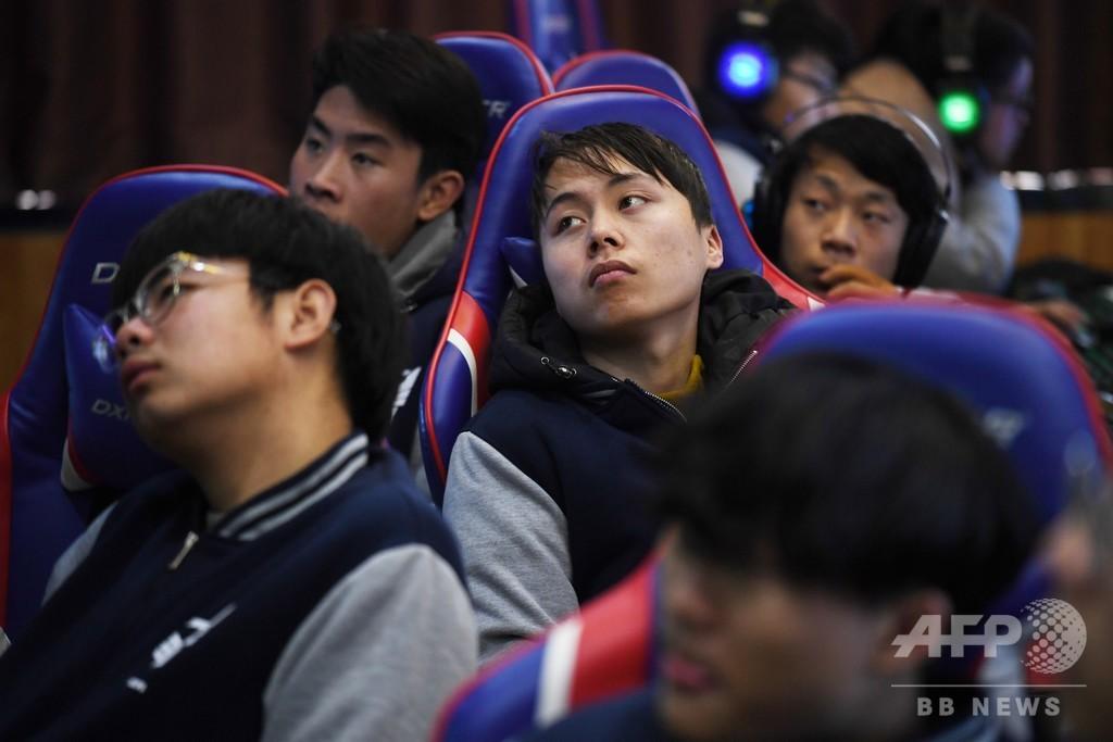 「くそっ、死んだ!」  学校でゲーム eスポーツ急成長の中国【再掲】