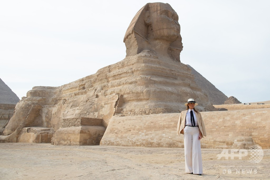 メラニア夫人がギザのピラミッドを訪問、アフリカ4か国歴訪中