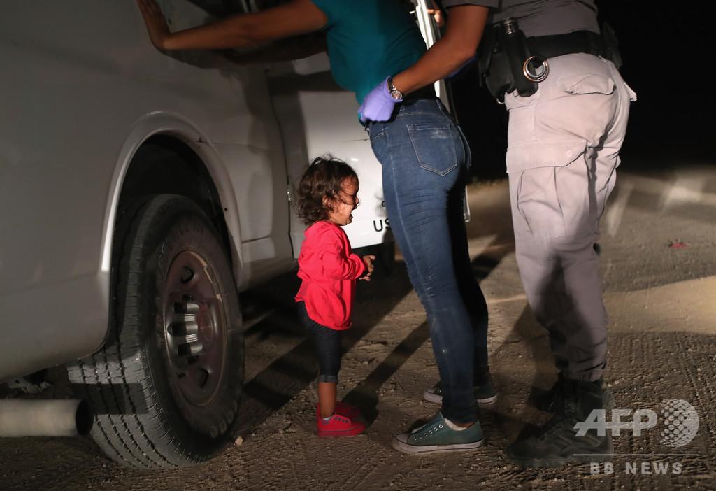 世界報道写真大賞に「泣きじゃくる女児」 米の移民政策転換促す