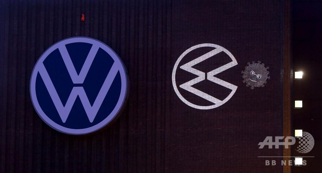 独VWロゴが新型ウイルスをパクリ! 本社工場再開でプロジェクション演出
