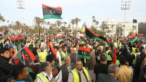 動画:リビア版「黄ベスト」、首都攻撃支持しているとフランスに抗議