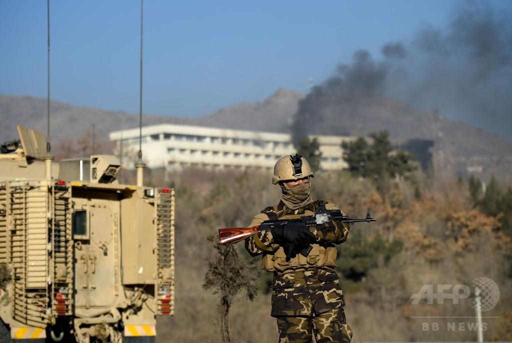 アフガン首都ホテル襲撃、死者18人 生き延びた宿泊客が恐怖語る
