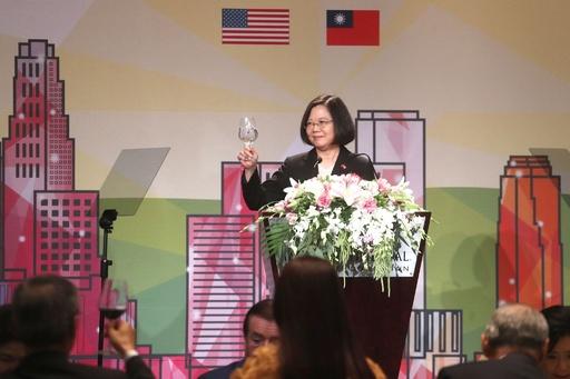 台湾総統、米国で15年ぶりスピーチ 中国は抗議