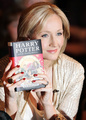 「ハリー・ポッター」誕生20年、数字で見る魔法の世界