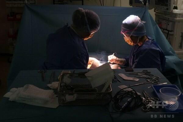 英外科医、がん手術を世界初のVRライブストリーミング