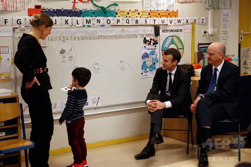 義務教育は3歳から、仏大統領が学齢の引き下げを発表