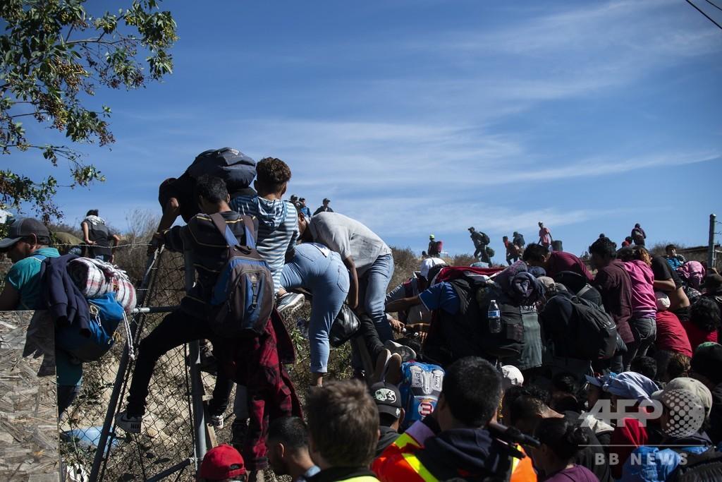 メキシコ、米国目指す移民多数を国外退去に 強行突破図り逮捕